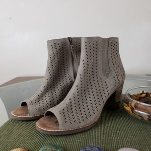 Toms Taupe Suede Perforated Leaf Majorca Shoes 9